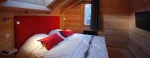 Chambre double dans le chalet pour les vacances de ski